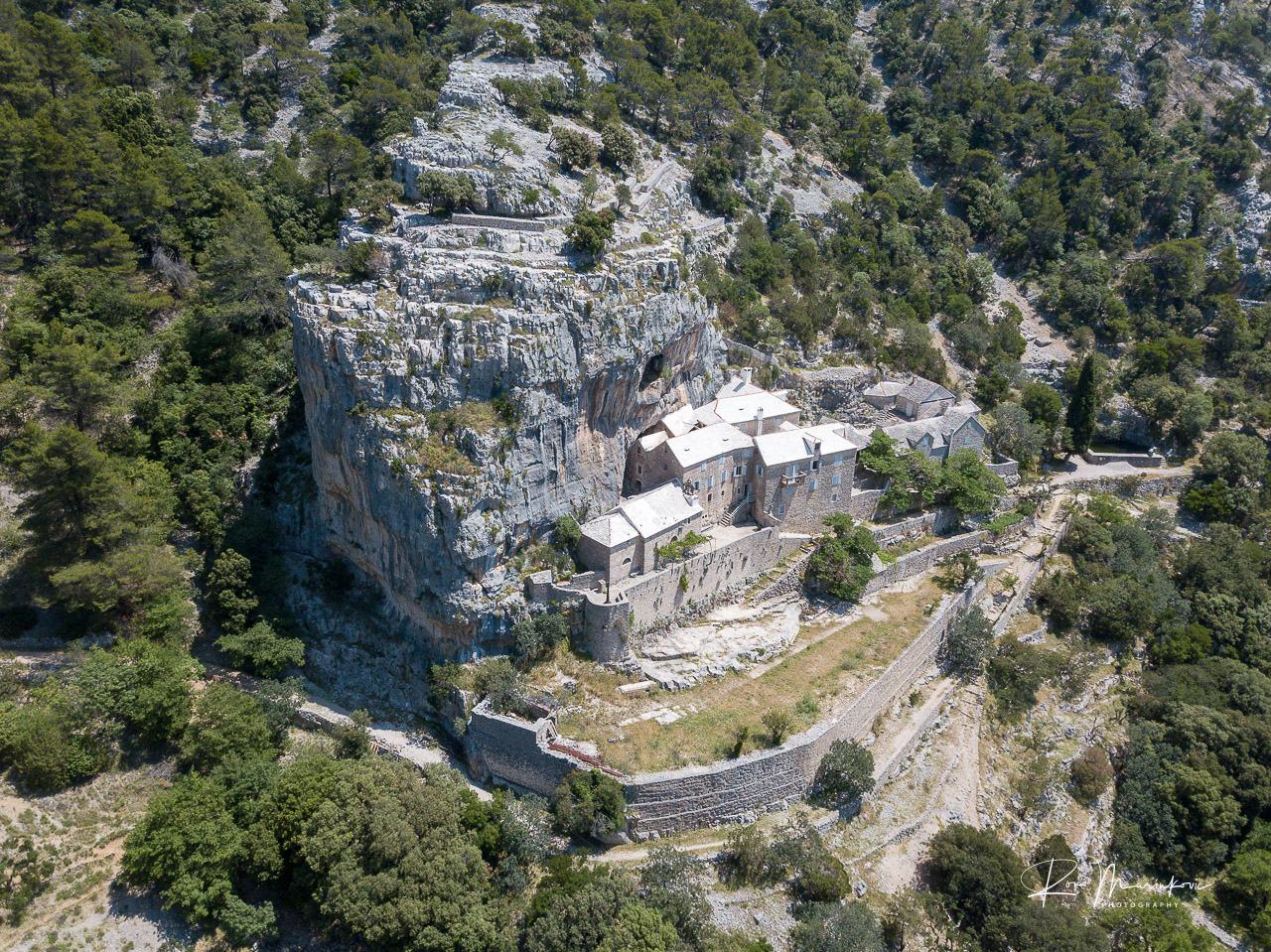 Hermitage Blaca (Pustinja Blaca)