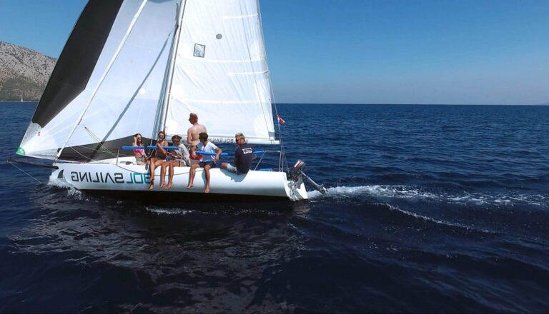 Bol Sailing