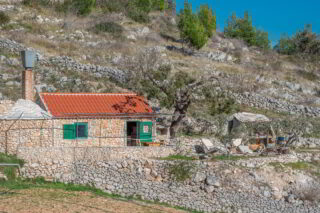Robinson-house-Galisnjok-Bol-Brac-Croatia