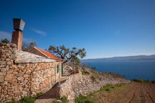 Robinson-house-Galisnjok-Bol-Croatia