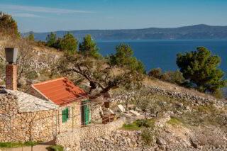 Robinson-house-Galisnjok-Bol-island-Brac