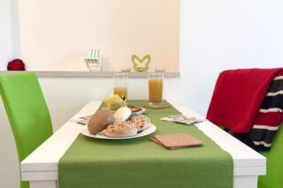 Sea Pearl - Studio Apartment Olive dining area
